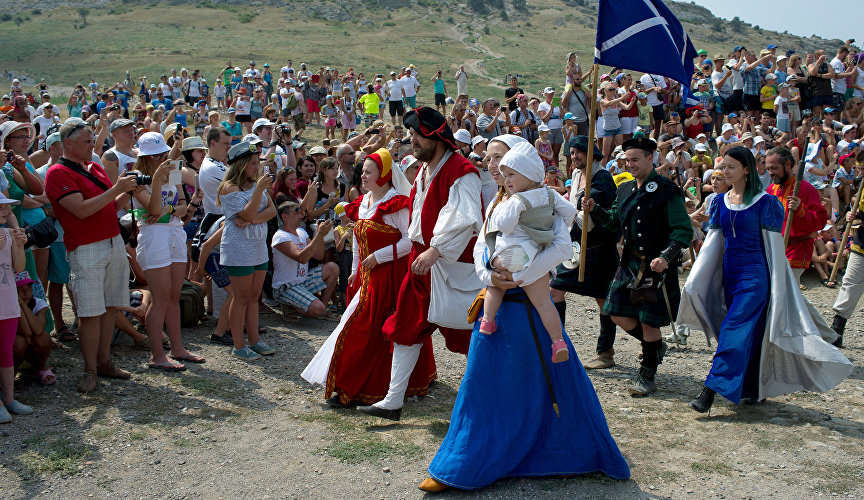 Every year, the Genoese Helmet Festival attracts enthusiasts of the Middle Ages