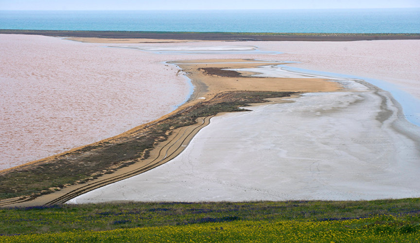 Koyash Lake, the most picturesque salt lake on the Crimean Peninsula, is rich in therapeutic mud