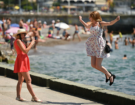Girls on the Yalta embankment