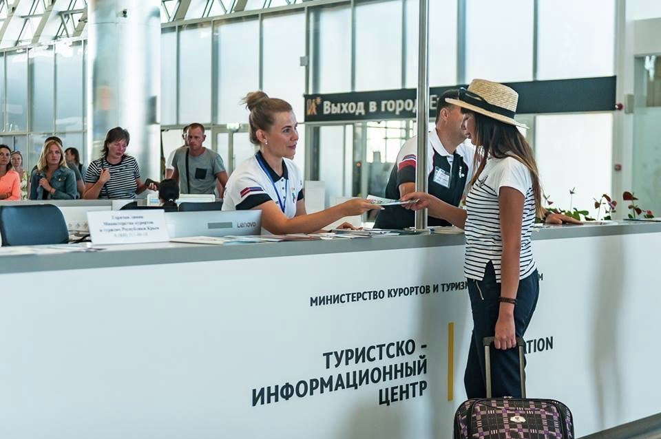 The work of the tourist information center at the airport of Simferopol in the first days after the opening