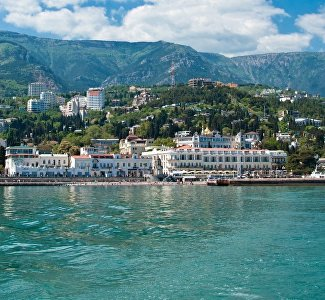 "Romance of trains, residential caves and ""capsules"": the most unusual hotels in Crimea"